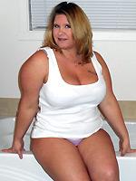Kris Ann Give A Blowjob In The Bath Tub