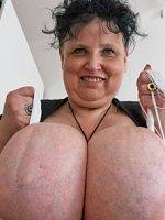 Older lady shows huge tits