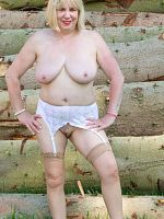 Hi Guys It was a beautiful day so what better excuse did I need than to get out and about in the country and strip off for a photoshoot I found a grea