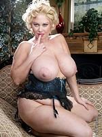 Busty mature BBW MILF Samantha 38G