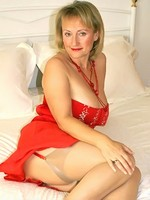 Busty amateur MILF Michelle